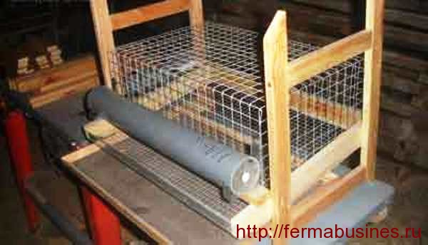 Клетка для перепелов с деревянным каркасом
