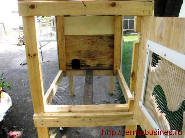 Клетка с деревянным каркасом
