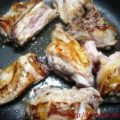 Куски жареного мяса нутрии